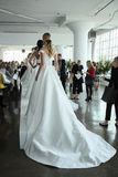 Modele pozują podczas Marchesa wiosny, lata 2018 mod/Bridal prezentacja Obrazy Royalty Free