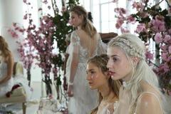 Modele pozują podczas Marchesa wiosny, lata 2018 mod/Bridal prezentacja Zdjęcie Royalty Free