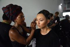 Modele przygotowywają zakulisowego podczas Blonds na Wrześniu 2016 ZROBILI moda tygodniowi Obrazy Royalty Free