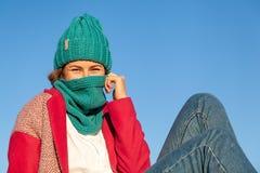 Modelebensstilporträt der jungen modischen Frau lizenzfreies stockbild