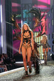 Modelez au 12ème défilé de mode annuel de secret de Victorias. Théâtre de Kodak, Hollywood, CA 11-15-07 Photos stock