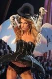 Modelez au 12ème défilé de mode annuel de secret de Victorias. Théâtre de Kodak, Hollywood, CA 11-15-07 Images libres de droits