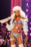 Modelez au 12ème défilé de mode annuel de secret de Victorias. Théâtre de Kodak, Hollywood, CA 11-15-07 Photographie stock
