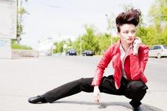 Modelez avec les hairdress dans un procès élégant Image libre de droits