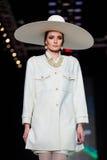 Modelgangbaan voor de loopbrug van SLAVA ZAITSEV bij de daling-Winter 2017-2018 in Mercedes-Benz Fashion Week Russia Royalty-vrije Stock Afbeeldingen