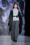 Modelgangbaan voor OFERA-loopbrugontwerper OKSANA FEDOROVA bij de daling-Winter 2017-2018 in Mercedes-Benz Fashion Week Russia Stock Foto's