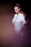 Modelgangbaan voor Olga Kunitsyna-loopbrug bij de lente-Zomer 2017 de Manierweek van Moskou stock afbeeldingen