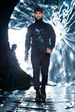 Modelgangbaan voor SENSUS-KLEERMAKERIJENloopbrug bij de daling-Winter 2017-2018 in Mercedes-Benz Fashion Week Russia Royalty-vrije Stock Foto's