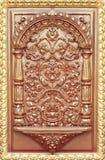 Modell av blomman som snidas på trä royaltyfri bild