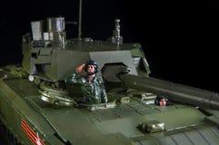 Modell av den amerikanska stridbehållaren Abrams Svart bakgrund arkivfoto