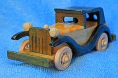 Modell av den retro bilen. Arkivfoton