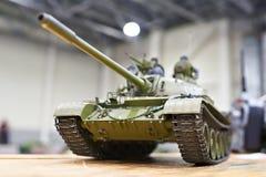 Modell av den sovjetiska behållaren T-54 på radiokontroll Royaltyfria Bilder