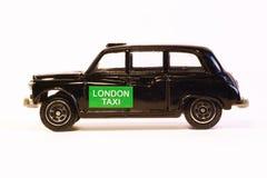 Modell av den svarta London taxien Arkivfoto