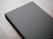 Modell av den tomma boken på tabellen framförande 3d Royaltyfria Foton
