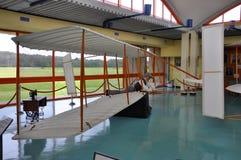 Modell av det första flygplanet i museet, NC, USA Arkivfoto