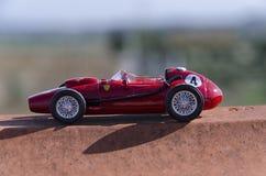 Modell av en klassisk bil för formel en Arkivfoto