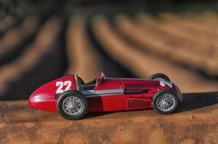 Modell av en klassisk tävlings- bil Arkivfoto