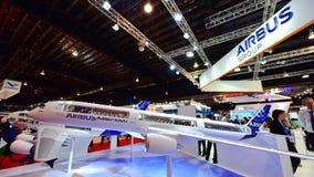 Modell av flygbussen A350-1000 XWB på skärm på Singapore Airshow Royaltyfri Foto