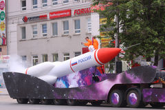 Modell av raket på gataprocessionen under dag av Ryssland Royaltyfria Bilder