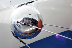 Modell av satelliten i planetarium i Yaroslavl Arkivfoto