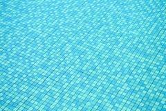 Modell av tegelplattor i simbassäng arkivbild