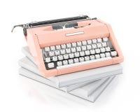Modell 3d der rosa Schreibmaschine der Weinlese auf dem Stapel von leeren Büchern, lokalisiert auf weißem Hintergrund Stockbild