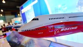 Modell des Flaggschiffjumbo-jets Boeings 747-8 auf Anzeige in Singapur Airshow Stockfoto