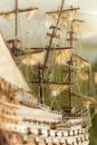 Modell des Segelschiffs gemacht vom Holz und vom Stoff Stockbilder