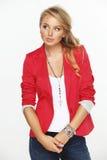 Modell in einem roten Mantel stockfoto