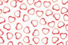 Modell för abstrakt begrepp för suddighet för dag för valentin` s dekorativ mjuk av röda hjärtakonfettier på vit bakgrund Royaltyfria Bilder
