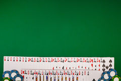 Modell för banermallorientering för online-kasino Grön tabell, bästa sikt på arbetsplats royaltyfri fotografi