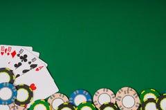 Modell för banermallorientering för online-kasino Grön tabell, bästa sikt på arbetsplats Royaltyfria Foton