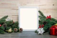 Modell för design för ram för julferiehälsning med garneringnolla fotografering för bildbyråer