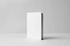 Modell för Hardcoverkanfasbok - framdel bakgrund 3d framför texturväggen Royaltyfri Bild