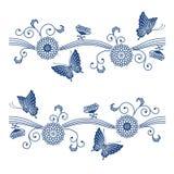Modell för indigoblå blått för japansk stil blom- med fjärilar Royaltyfri Fotografi