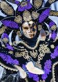 Modell för maskering för Venedig karneval 2016 från den Venetian Burano ön Royaltyfri Bild