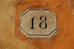 modell för nummer för 18 dörr trägammal öppen royaltyfri fotografi