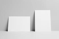 Modell för reklamblad A5 - väggbakgrund Royaltyfri Bild