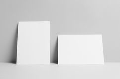 Modell för reklamblad A5 - väggbakgrund Royaltyfria Foton