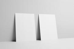 Modell för reklamblad A5 - väggbakgrund Arkivbild