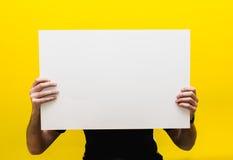 Modell för texten eller design på en gul bakgrund Arkivbilder