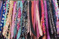 Modell för textilfärgblandning Mång--färg hårmusikband Färgrikt tyg för bakgrund royaltyfria bilder