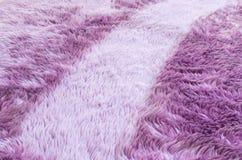Modell för tyg för Closeupyttersidaabstrakt begrepp på den purpurfärgade tygmattan på golvet av hustexturbakgrund Royaltyfria Bilder