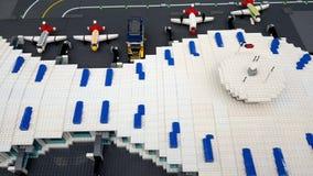 Modell f?r Lego leksakflygplats arkivfilmer