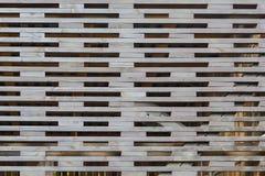 Modell från gallerstaketet som skapas av små wood band med rektangulära hål in - between För naturlig modell Royaltyfria Foton