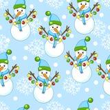 Modell för nytt år med julgarneringbeståndsdelar Lycklig feriemodell med snögubben på en blå bakgrund Fotografering för Bildbyråer