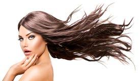 Modell Girl med långt blåsa hår Royaltyfri Fotografi