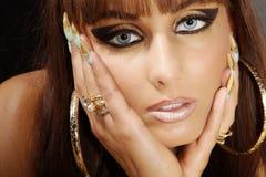 Modell i Cleopatra stil royaltyfri bild