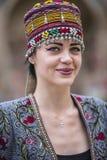 Modell i en modeshow i Bukhara Arkivfoto