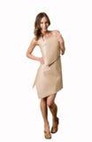 Modell i en pappers- klänning royaltyfri foto